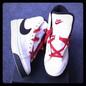Youth Nike sneakers size 6